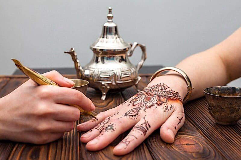 Tatouage au Henné : pourquoi opter pour ce type de tatouage ?